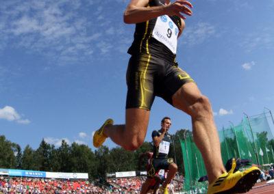 Jonathan Åstrand ja Eetu Viitala 200m juoksussa Kalevan kisoissa 28.7.2013. Kaarlen Kenttä,  Vaasa.