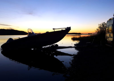 Vene vesille ja aamulla kalaan.