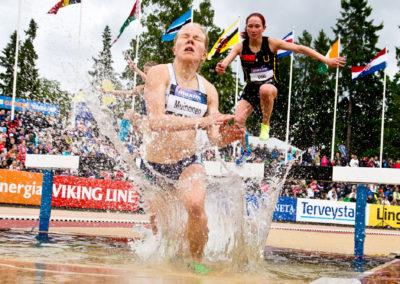 Sofia Muinonen vesiesteellä Paavonurmigamesissä 25.6.2015. Paavonurmi Stadion, Turku.