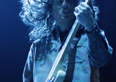 Basisti Dean Millar Uncle Acid and the Deadbeats -bändistä heilutti tukkaa Black Sabbathin lämppärinä 20.11.2013. Hartwall Areena, Helsinki.