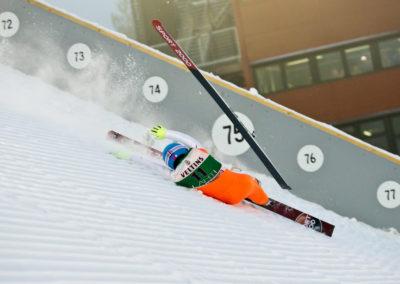 Marat Zhaparov kaatuu hyppynsä Salpauselän kisoissa 19.2.2016. Lahti
