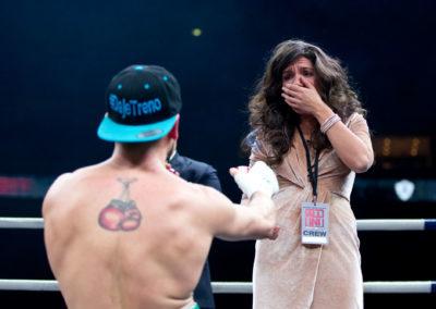 Manuel Lancia kosii oteltuaan ensin Edis Tatlia vastaan All In Boxing Night -illassa 18.12.2016. Hartwall Areena, Helsinki.