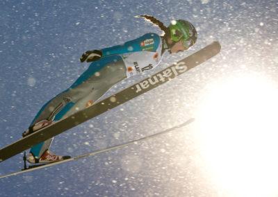 Nika Kriznar hyppää suu auki Lahden MM-kilpailuissa 24.2.2017. Lahti.