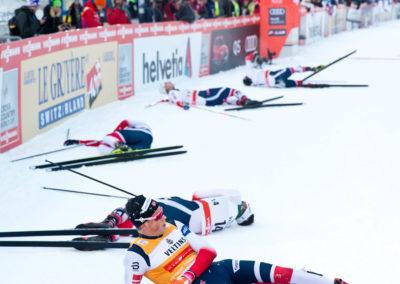 Norjalaiset nurin 15km hiihdon jälkeen Ruka Nordicissa 26.11.2017.  Ruka, Kuusamo.