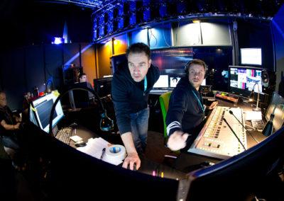 Ylen äänimiehet Petri Hårdh ja Mikko Kuokka Olympialaisten studiolla 11.2.2018. Pasilan Studio 7, Helsinki.