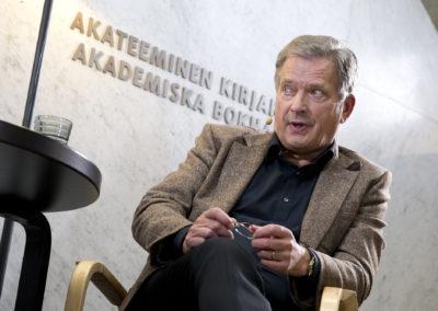 Sauli Niinistö haastatteli kirjailija Paul Austeria Akateemisessa kirjakaupassa 2.9.2017. Helsinki.