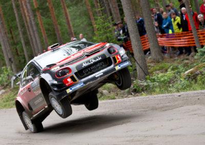 Kris Meeke / Paul Nagle hyppää shakedownilla 27.7.2017. Nesteralli, Jyväskylä.