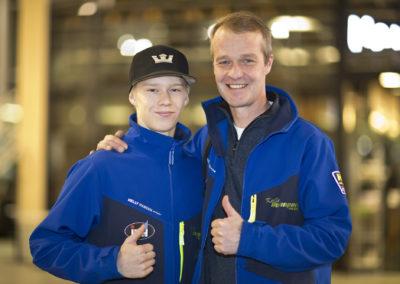 Kalle Rovanperä ja isänsä Harri Rovanperä ennen Kallen ensimmäistä SM-osakilpailua, Vaakunarallia 16.2.2017. Stella Kauppakeskus, Mikkeli.