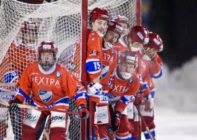 Kulmatilanne Bandyliigan jääpalllo-ottelussa HIFK vs. Akilles 9.1.20156. Brahen kenttä Helsinki.