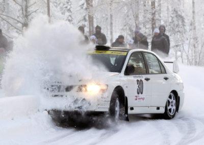 Juha Pasanen / Jari Jaakola Mitsubishi Lancerillaan pöllytti penkkoja 24.1.2015. Tunturiralli, Rovaniemi.