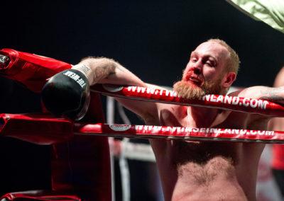 Johann Duhaupas tyrmää Robert Heleniuksen Kohti maailmanmestaruutta -illassa 2.4.2016. Hartwall Areena, Helsinki