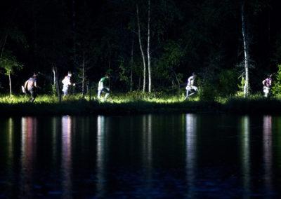Suunnistajia järven rannalla Lappee-Jukolassa 19.6.2016. Lappeenranta