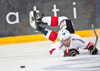 Enzo Corvi kaatuu EHT-Karjalaturnauksen ottelussa CZE vs. SWI 10.11.2017. Hartwall Areena, Helsinki.