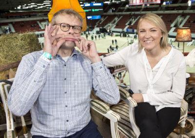 Markus Backlund ja Nina Fagerström poseeraa Helsinki International Horse Showssa 21.10.2017.Helsingin jäähalli.