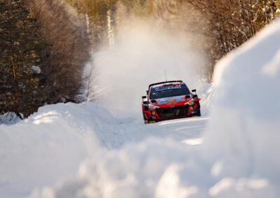 Craig Breen / Paul Nagle kiidättää Hyundaitaan Rovaniemellä. Arctic Rally Finland 28.2.2021